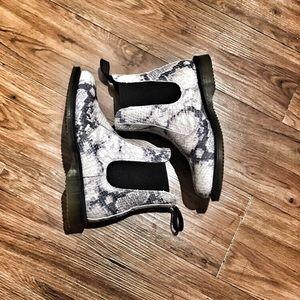 DR MARTEN snakeskin print boots.